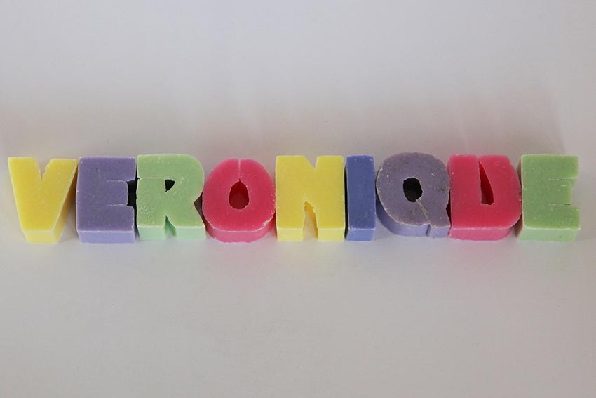 savons alphabet 9 lettres bulles de savon savonnerie artisanale cannes. Black Bedroom Furniture Sets. Home Design Ideas